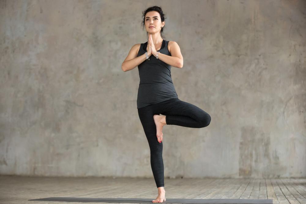 11 posturas de yoga para principiantes y sus beneficios