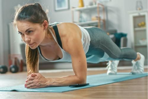 9 ejercicios de fuerza sin equipamiento que puedes hacer en casa