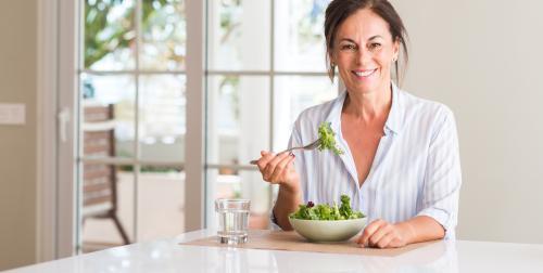 ¿Qué alimentos comer y cuáles evitar de acuerdo a tu edad?