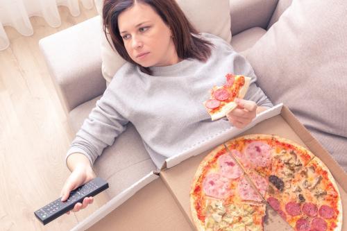 Ansiedad por comer: 7 consejos para controlarte y seguir la dieta de verano