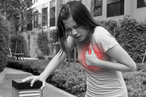 Signos para identificar un ataque al corazón entre hombres y mujeres
