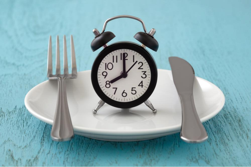 Ayuno Intermitente: Conoce lo bueno y lo malo de este modelo de alimentación