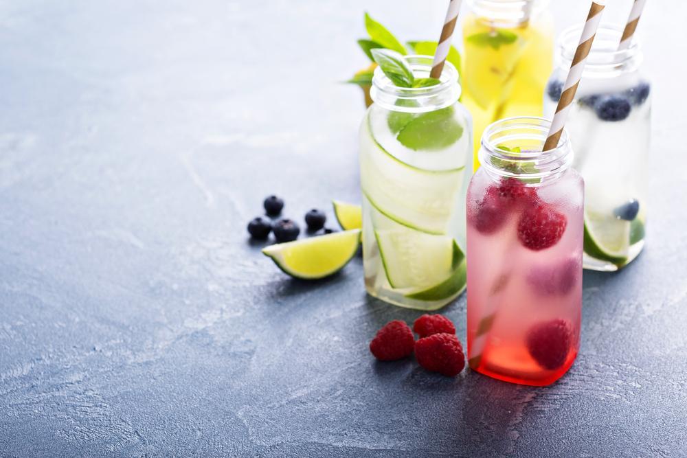 6 bebidas refrescantes y saludables para combatir el calor en verano