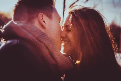Los 10 beneficios de los besos