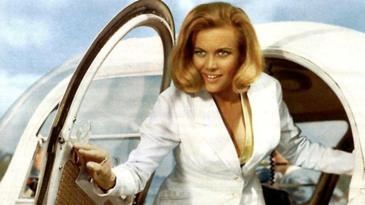 Honor Blackman (Pussy Galore) / 'Goldfinger'