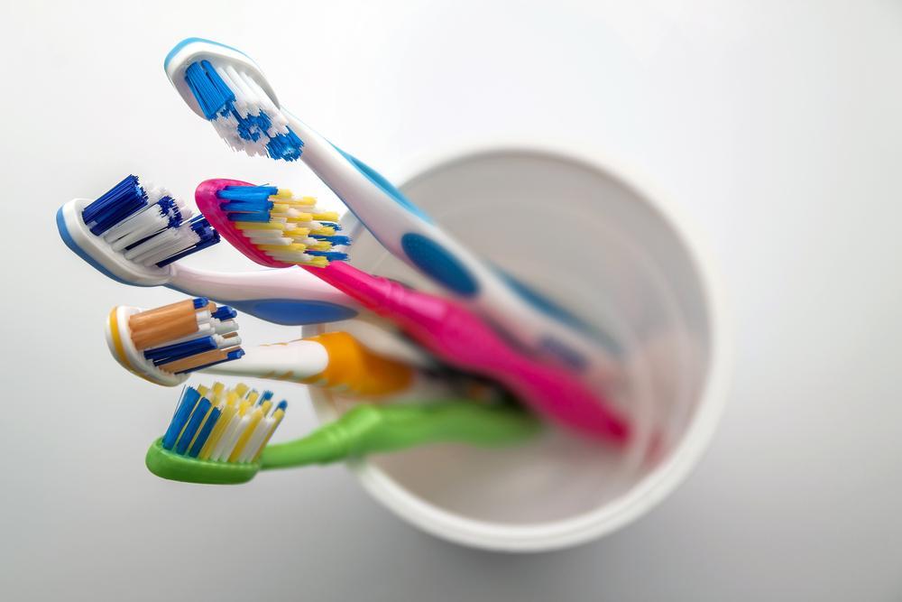 ¿Por qué debemos cambiar el cepillo de dientes de los niños tras una infección?