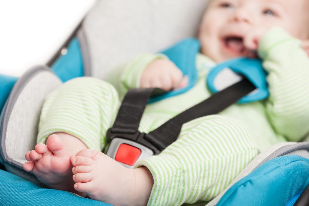 Cómo deben viajar los bebés en el carro
