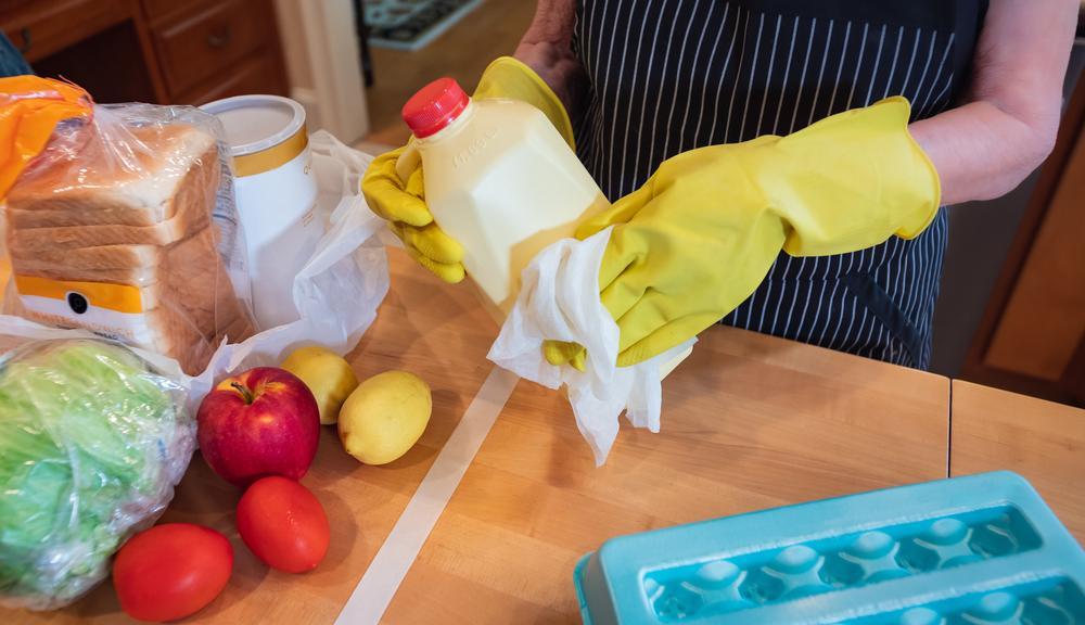 COVID-19: Cómo desinfectar la casa y la compras