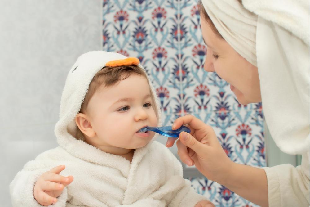 5 consejos para cepillar bien los dientes de los bebés sin hacerlos llorar