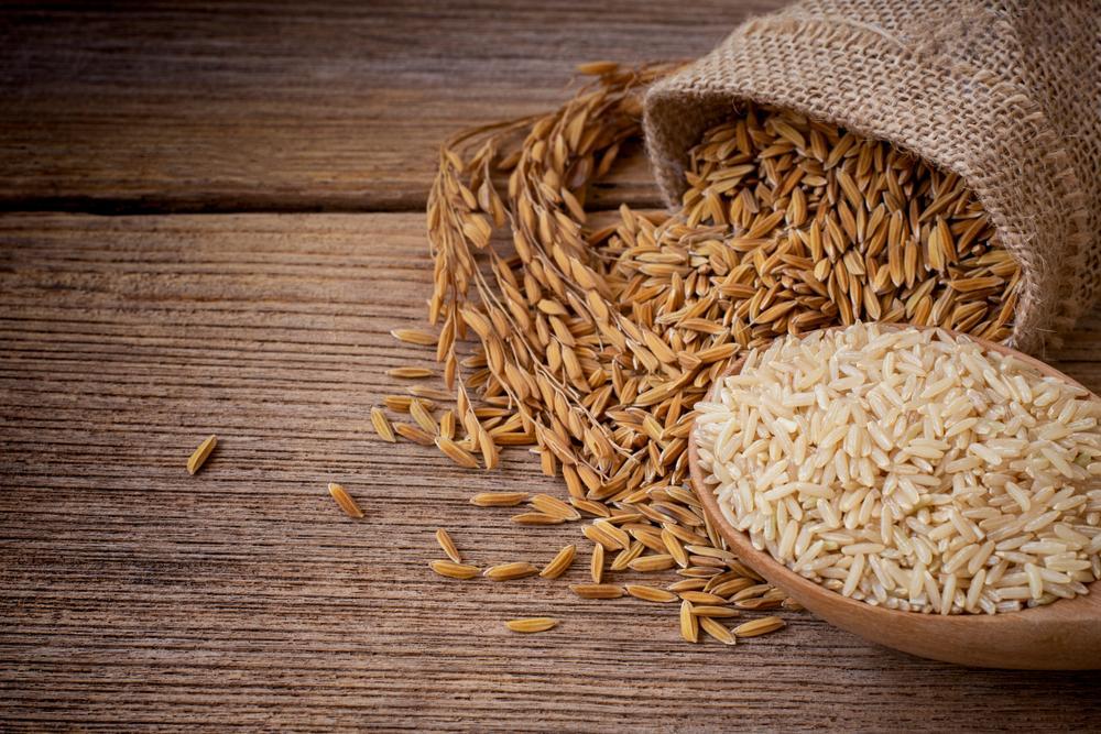 ¿Cuál es la diferencia entre el arroz blanco y el arroz integral?