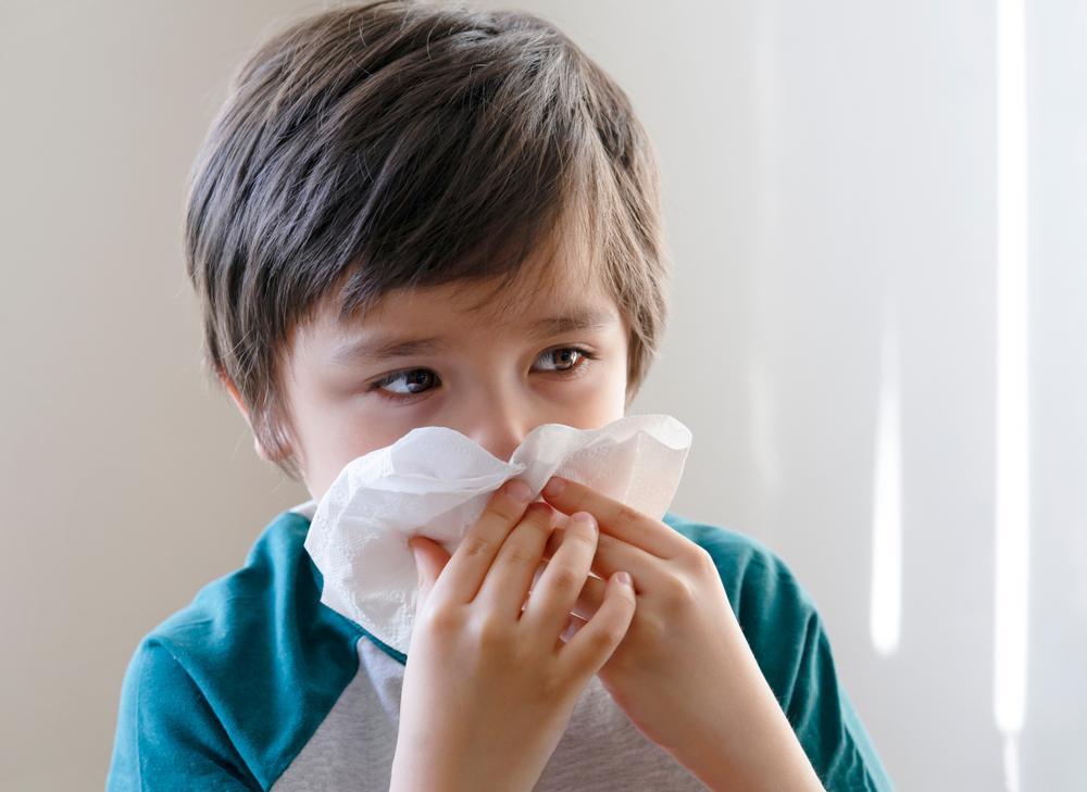 Enséñale a tu hijo cómo sonarse la nariz