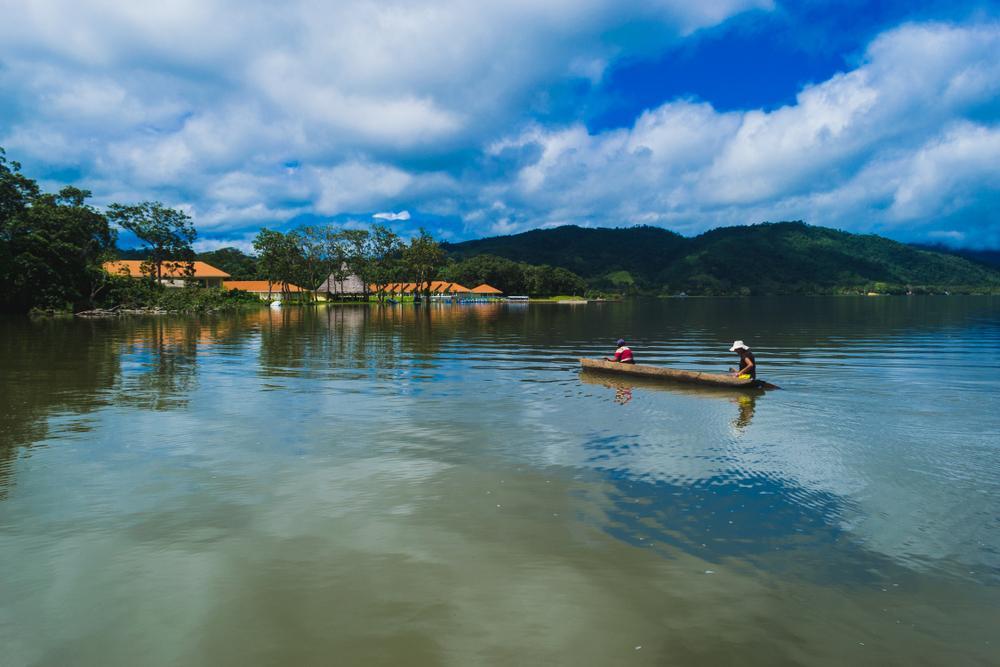 Laguna azul turismo en la selva
