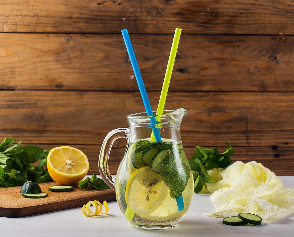 jugo de limón, pepino y menta