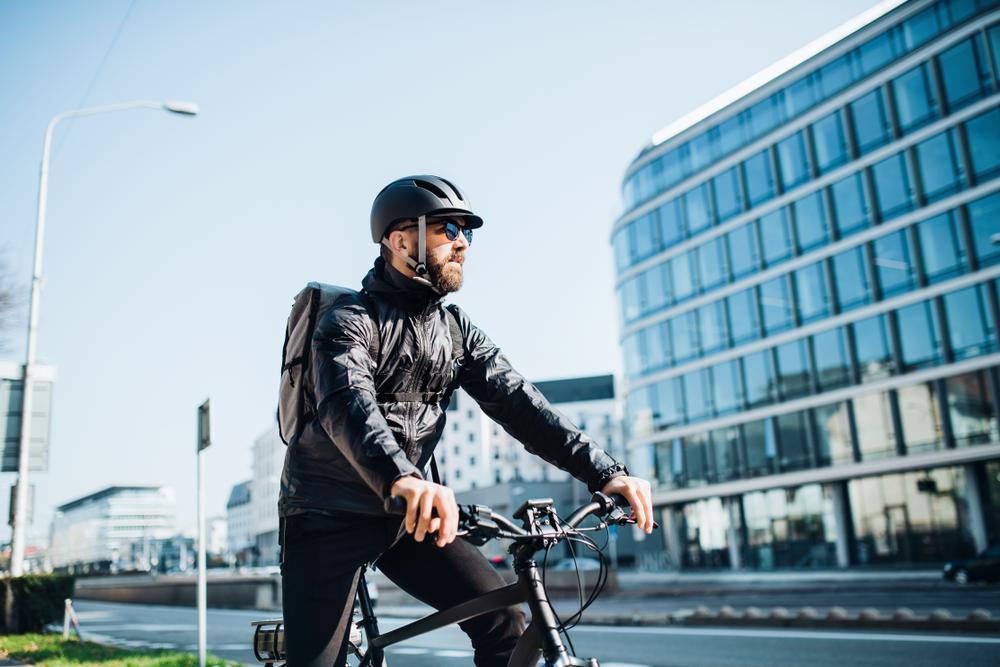 Manual para ciclistas: Estos son los accesorios obligatorios para movilizarse en bicicleta