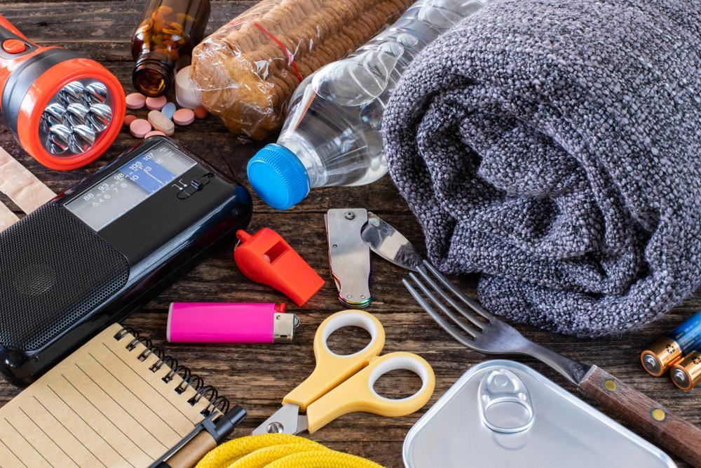 ¿Qué debe contener una mochila de emergencia para gestantes o familias con bebés?