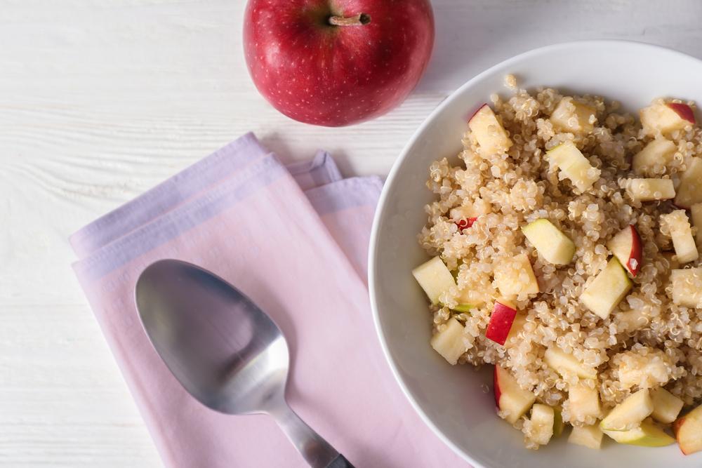 quinua con manzana y granola - desayunos saludables