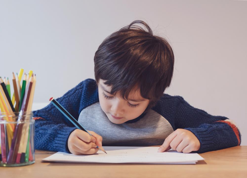 Esta es la mejor forma de motivar a los niños a hacer sus tareas escolares sin obligarlos