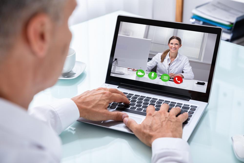 videollamada al trabajar desde casa - home office - teletrabajo