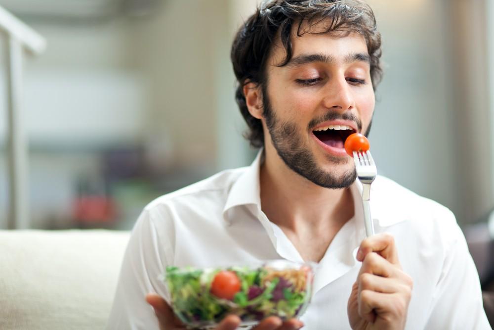 ¿Por qué debes comer saludable? Pese a que no estás en sobrepeso