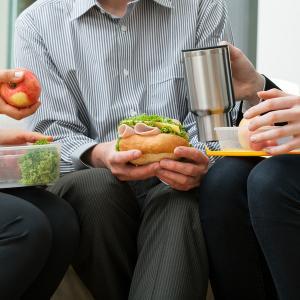 12 alimentos para mejorar tu productividad en el trabajo