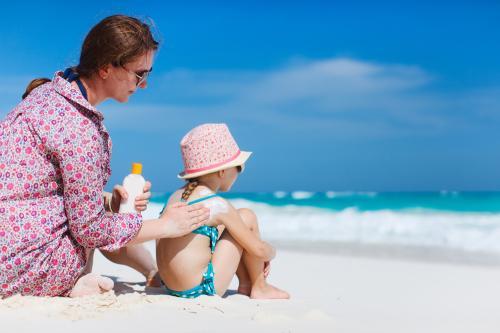 Cuidados de la piel en verano: ¿Cómo evitar quemaduras y aliviar la insolación?
