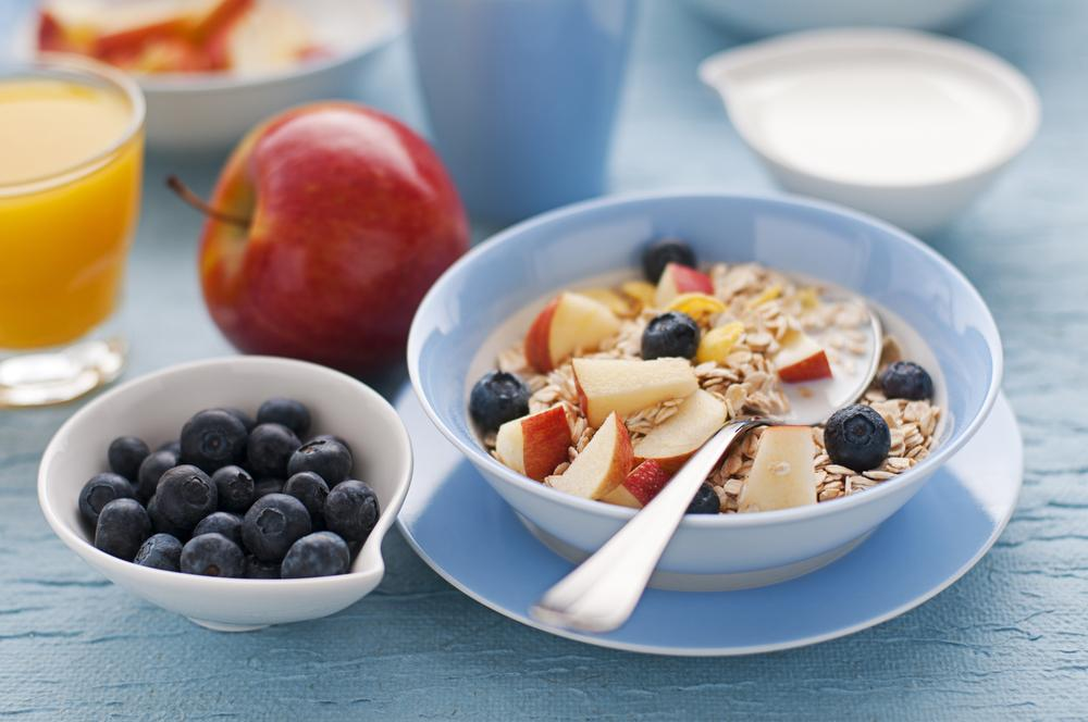 5 desayunos saludables fáciles que puedes preparar en 10 minutos