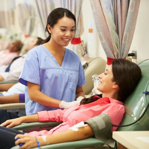 ¿Con tatuajes y quieres donar sangre? No tiene por qué ser un problema
