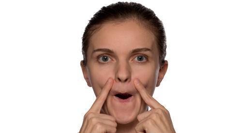 3 ejercicios faciales para vernos más jóvenes