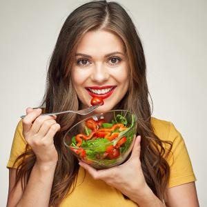 Te explicamos por qué debes comer más ensaladas este verano (y todo el año)