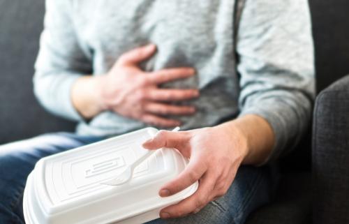 ¿Cómo diferenciar una infección estomacal de una intoxicación estomacal?