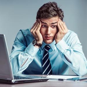 Conoce los 5 hábitos en la oficina que dañan tu salud