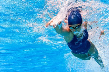 ¡Aprovecha el sol! Conoce por qué deberías practicar natación