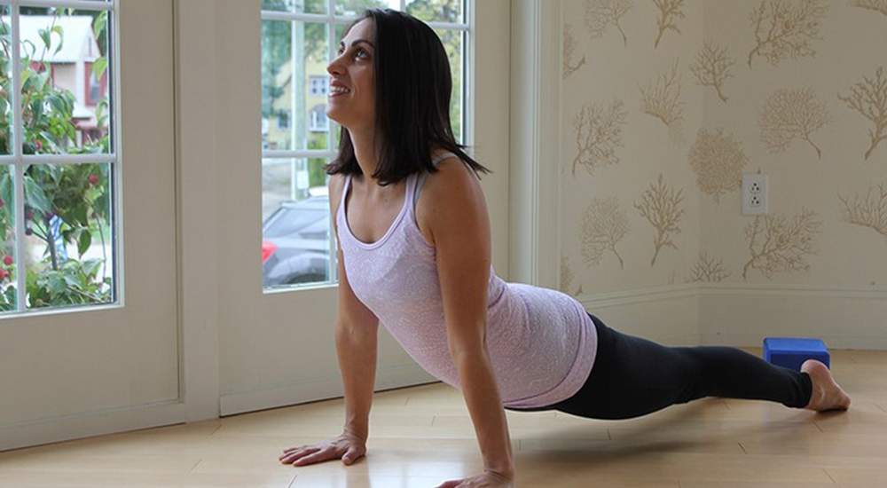 Esta instructora usa el yoga para ayudar a las víctimas de violencia doméstica y abuso sexual