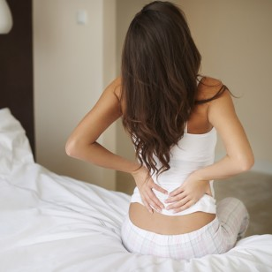 4 estiramientos para aliviar la tensión de tu espalda este invierno