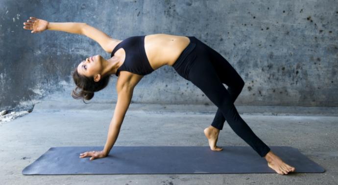 ¿El yoga ayuda a bajar de peso?