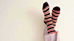 La ciencia lo valida: dormir con las medias puestas tiene ventajas