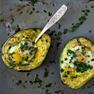 Palta y huevos al horno