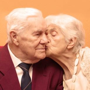 Esta es la razón por la que las parejas mayores discuten menos