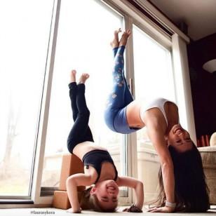 La madre e hija que hacen increíbles poses de yoga juntas