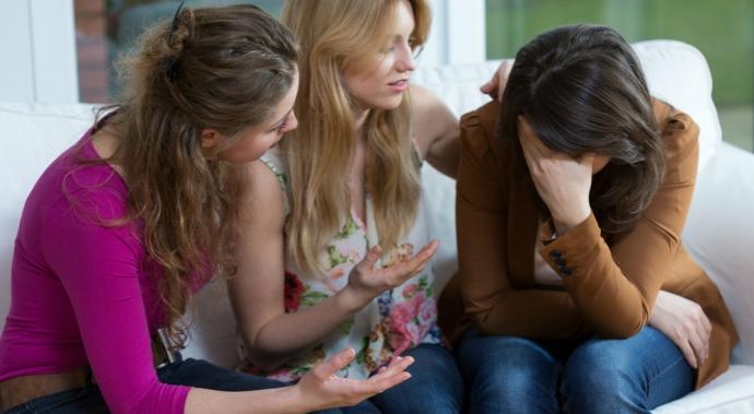 Qué hacer y no hacer para ayudar a alguien a superar una ruptura