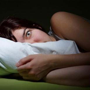 ¿Te cuesta dormir en verano? Estos podrían ser los motivos