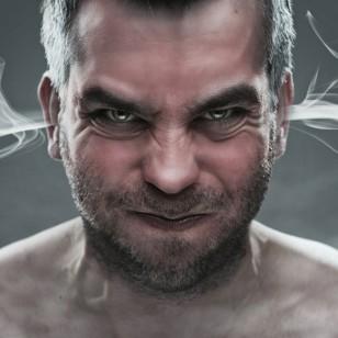 ¿Los hombres se molestan más seguido? Descubre el motivo