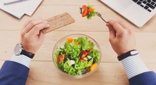 La hora a la que comes tan importante como los ingredientes de tu comida
