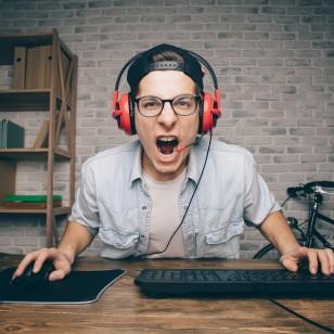 ¿Amante de los audífonos? Protege tus oídos con estos consejos