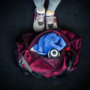 3 cosas que no deberían nunca faltar en tu bolsa del gimnasio
