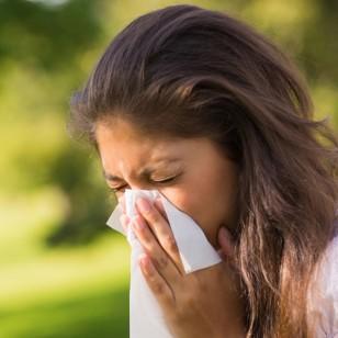 ¿Estornudas cuando estás bajo el sol? Descubre el motivo