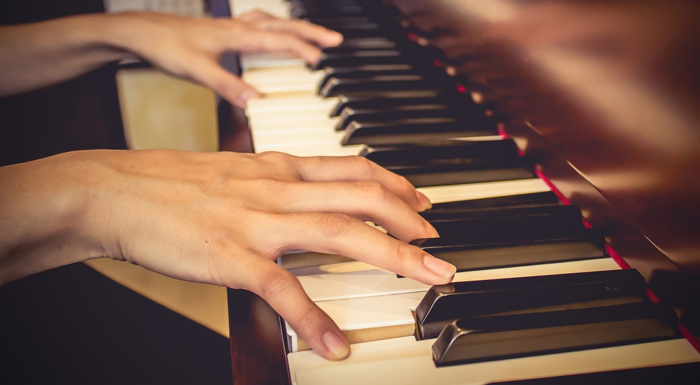 Los sorprendentes beneficios neurológicos de tocar un instrumento musical
