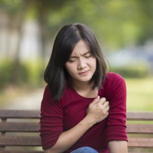 Descubre cuándo ese dolor en el pecho podría ser algo serio