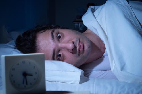 ¿Tienes sueño y no puedes dormir? Prueba estos consejos